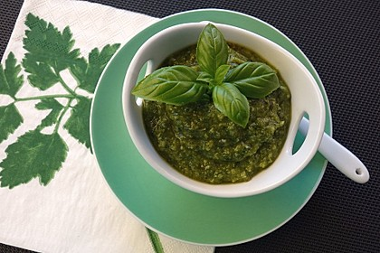 Basilikum-Pesto 4