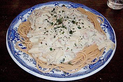 Spaghetti mit Knoblauch-Käsesauce 31