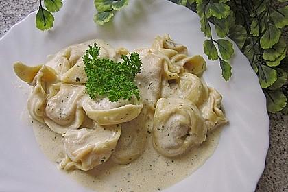 Spaghetti mit Knoblauch-Käsesauce 4