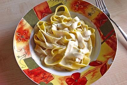 Spaghetti mit Knoblauch-Käsesauce 16