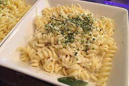 Spaghetti mit Knoblauch-Käsesauce 13
