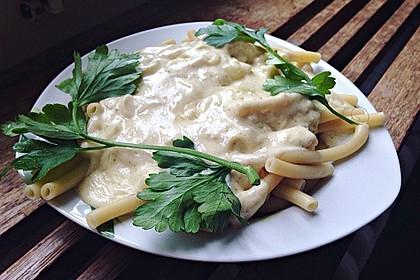 Spaghetti mit Knoblauch-Käsesauce 15