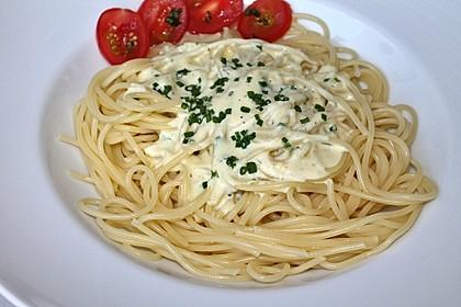 Spaghetti mit Knoblauch-Käsesauce 3