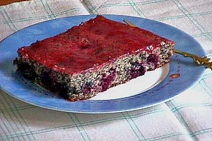 Mohnkuchen mit Johannisbeeren (Bild)