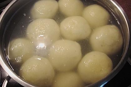 Kartoffelklöße 38