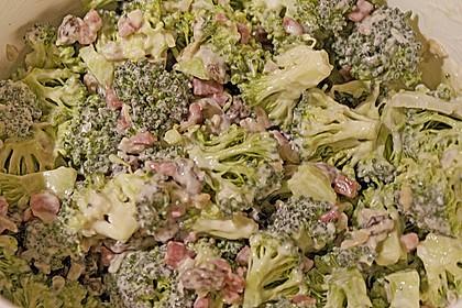 Brokkolisalat  (roh) 3