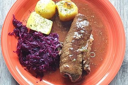Rinderrouladen mit Kartoffeln und Rotkohl (Bild)