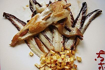Karpfen - Süßholz - Sate auf gebratenem Treviso und krossen Pastinakenwürfelchen