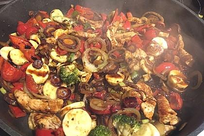 Hähnchenbrustgeschnetzeltes mit Paprika und Brokkoli aus dem Wok 15
