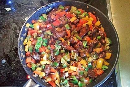 Hähnchenbrustgeschnetzeltes mit Paprika und Brokkoli aus dem Wok 21