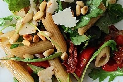 Italienischer Nudelsalat mit Rucola und getrockneten Tomaten 2