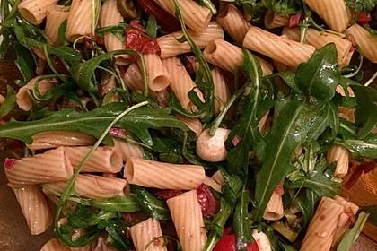 Italienischer Nudelsalat mit Rucola und getrockneten Tomaten 64