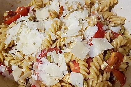Italienischer Nudelsalat mit Rucola und getrockneten Tomaten 43