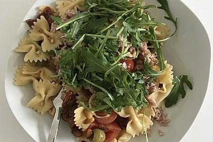 Italienischer Nudelsalat mit Rucola und getrockneten Tomaten 4