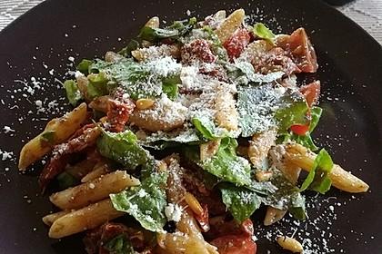 Italienischer Nudelsalat mit Rucola und getrockneten Tomaten 45