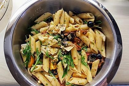 Italienischer Nudelsalat mit Rucola und getrockneten Tomaten 17