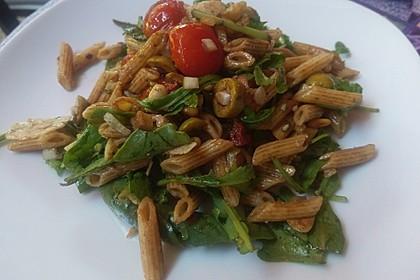 Italienischer Nudelsalat mit Rucola und getrockneten Tomaten 26