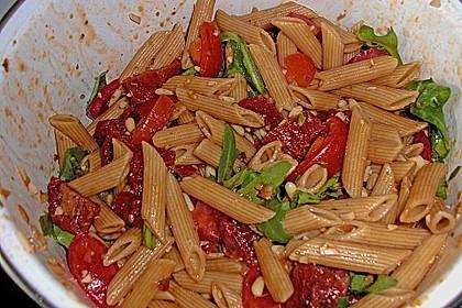 Italienischer Nudelsalat mit Rucola und getrockneten Tomaten 88