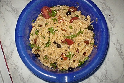 Italienischer Nudelsalat mit Rucola und getrockneten Tomaten 97