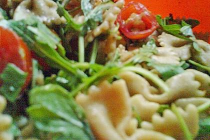Italienischer Nudelsalat mit Rucola und getrockneten Tomaten 92