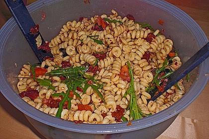 Italienischer Nudelsalat mit Rucola und getrockneten Tomaten 85