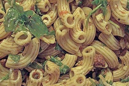 Italienischer Nudelsalat mit Rucola und getrockneten Tomaten 91