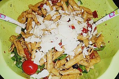 Italienischer Nudelsalat mit Rucola und getrockneten Tomaten 90