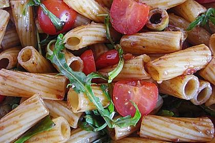 Italienischer Nudelsalat mit Rucola und getrockneten Tomaten 39