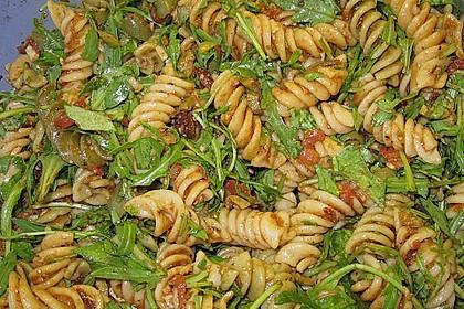 Italienischer Nudelsalat mit Rucola und getrockneten Tomaten 86
