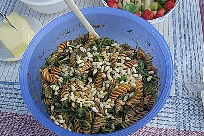 Italienischer Nudelsalat mit Rucola und getrockneten Tomaten 81