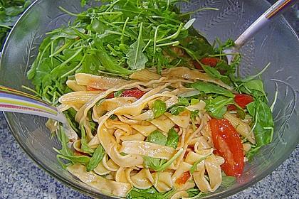 Italienischer Nudelsalat mit Rucola und getrockneten Tomaten 49