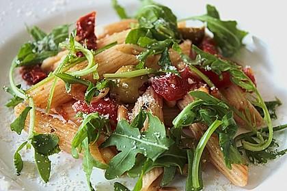Italienischer Nudelsalat mit Rucola und getrockneten Tomaten 3