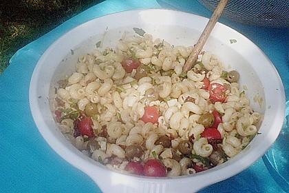 Italienischer Nudelsalat mit Rucola und getrockneten Tomaten 96