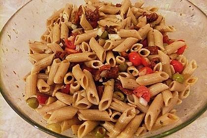 Italienischer Nudelsalat mit Rucola und getrockneten Tomaten 78