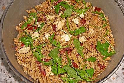 Italienischer Nudelsalat mit Rucola und getrockneten Tomaten 66