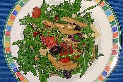 Italienischer Nudelsalat mit Rucola und getrockneten Tomaten 61