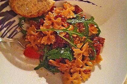 Italienischer Nudelsalat mit Rucola und getrockneten Tomaten 52