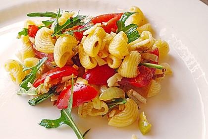Italienischer Nudelsalat mit Rucola und getrockneten Tomaten 12