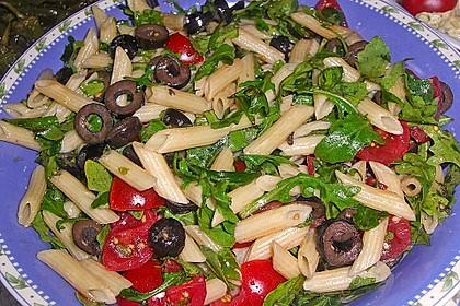 Italienischer Nudelsalat mit Rucola und getrockneten Tomaten 23