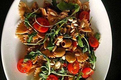 Italienischer Nudelsalat mit Rucola und getrockneten Tomaten 68