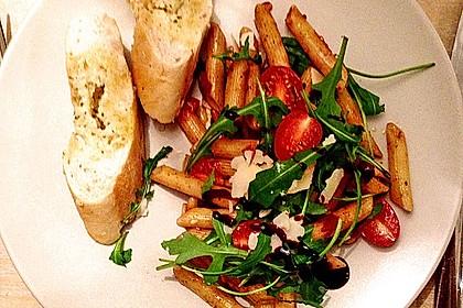 Italienischer Nudelsalat mit Rucola und getrockneten Tomaten 73