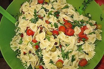 Italienischer Nudelsalat mit Rucola und getrockneten Tomaten 42