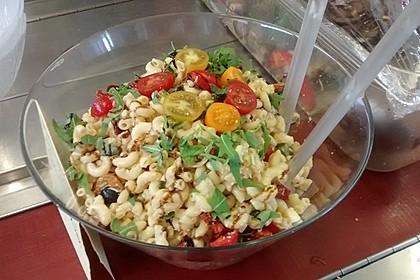 Italienischer Nudelsalat mit Rucola und getrockneten Tomaten 60