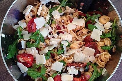 Italienischer Nudelsalat mit Rucola und getrockneten Tomaten 76