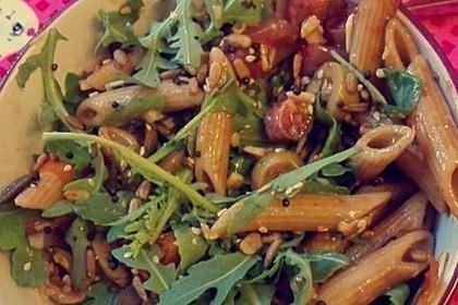 Italienischer Nudelsalat mit Rucola und getrockneten Tomaten 94
