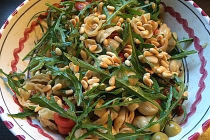 Italienischer Nudelsalat mit Rucola und getrockneten Tomaten 32