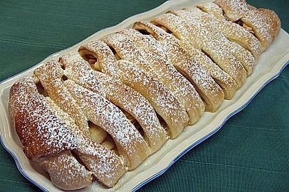 Apfelkuchen aus Hefemürbteig 11