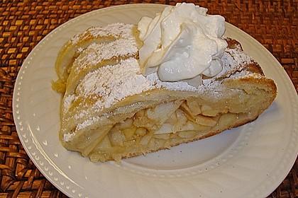 Apfelkuchen aus Hefemürbteig 9