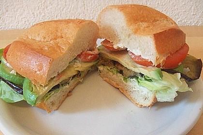 Tomaten-Auberginen-Avocado-Burger 46