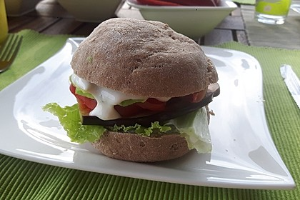 Tomaten-Auberginen-Avocado-Burger 60